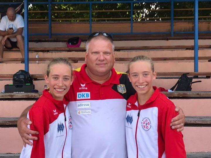 U17 EM Bulgarien Charlotte und Julie Walser mit Trainer Robert Trapp